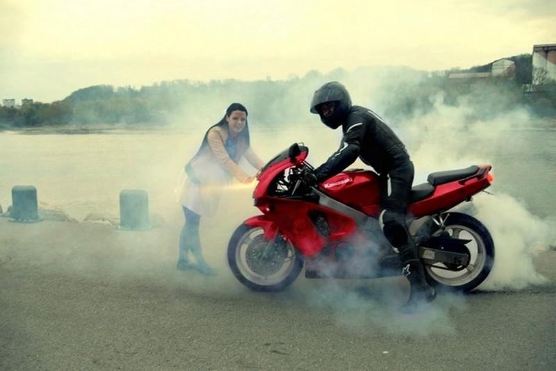 Катание на мотоцикле для озорной девушки в Каунасе