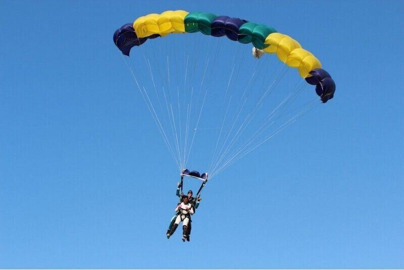 Прыжок с парашютом в тандеме с инструктором с высоты 3000 метров в Каунасе