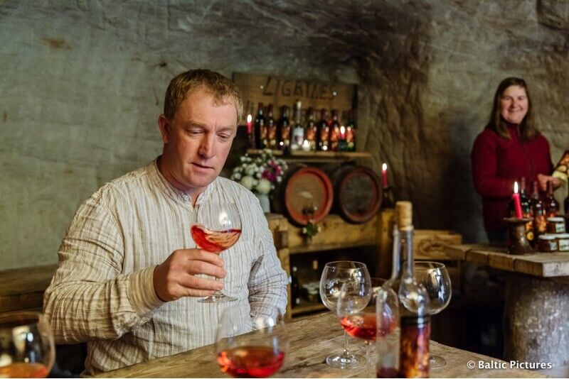 Романтическая дегустация вина в Лигатне винном погребе при свечах на 4 персоны