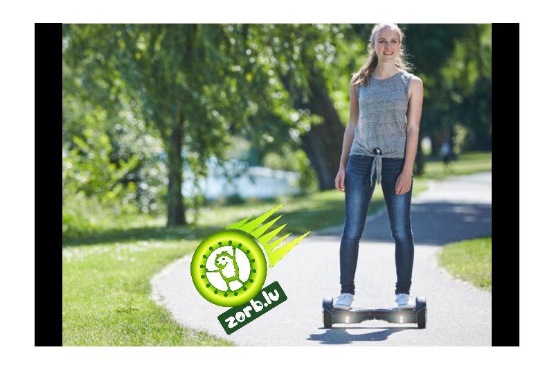 Brauciens ar pašbalansējošo divriteņu skuteri Mini Segway