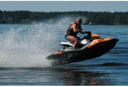 Jautrs brauciens ar ūdens motociklu