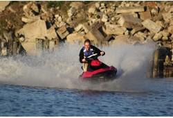 Brauciens ar  ūdens  motociklu  Sekļa ezerā (1  st.)