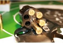 Ekstrēma šaušana no kaujas ieročus 2 personām
