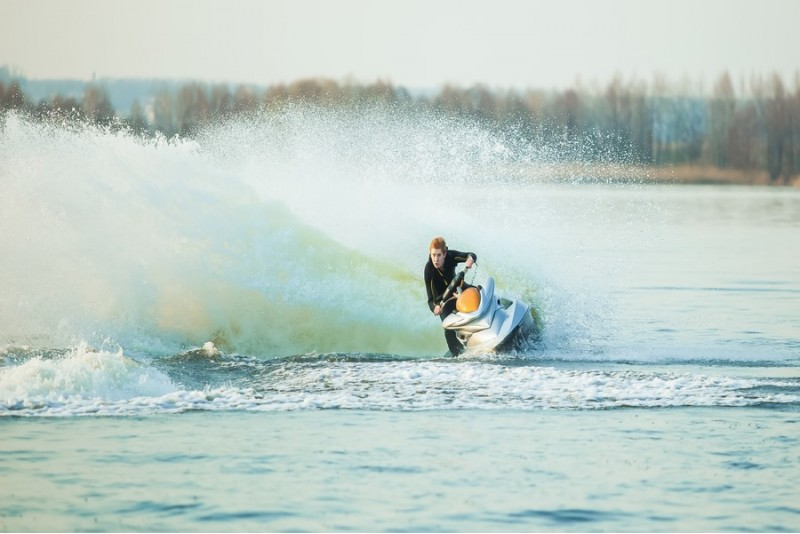 Катание на трехместном водном мотоцикле (30 мин.)