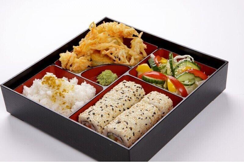Gardēžu vakariņas japāņu restorānā Yakata