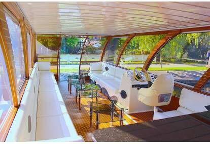 """Pažink Trakų ežero grožį kartu su """"Holiday-boat"""" 1-25 draugams"""