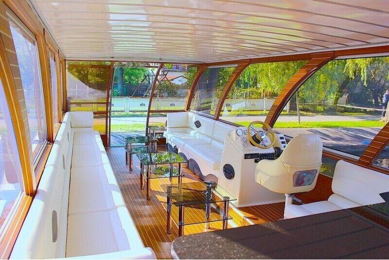"""Iepazīsti Trakai ezera skaistumu kopā ar """"Holiday – boat""""  un saviem draugiem no 1-25 personām"""