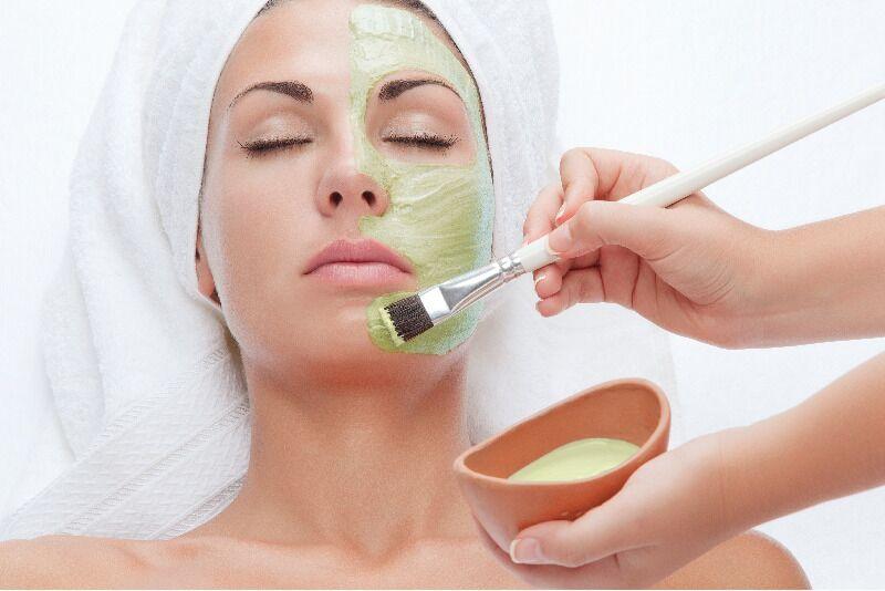 Ārstnieciskā sejas ādas tīrīšana ar GiGi kosmētiku