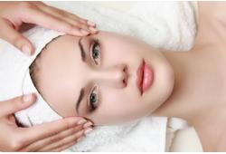 Ekskluzīva aparātprocedūra sejas ādas atjaunošanai