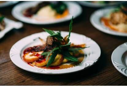 Романтический ужин в ресторане поместья Бистрамполис