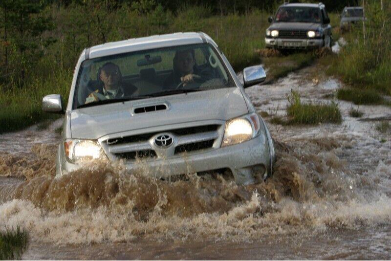 """Aizraujošs brauciens pa bezceļiem ar """"4x4"""" džipu"""