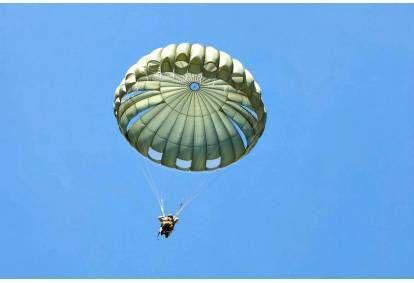 Прыжок круглым парашютом в Мажейкяй