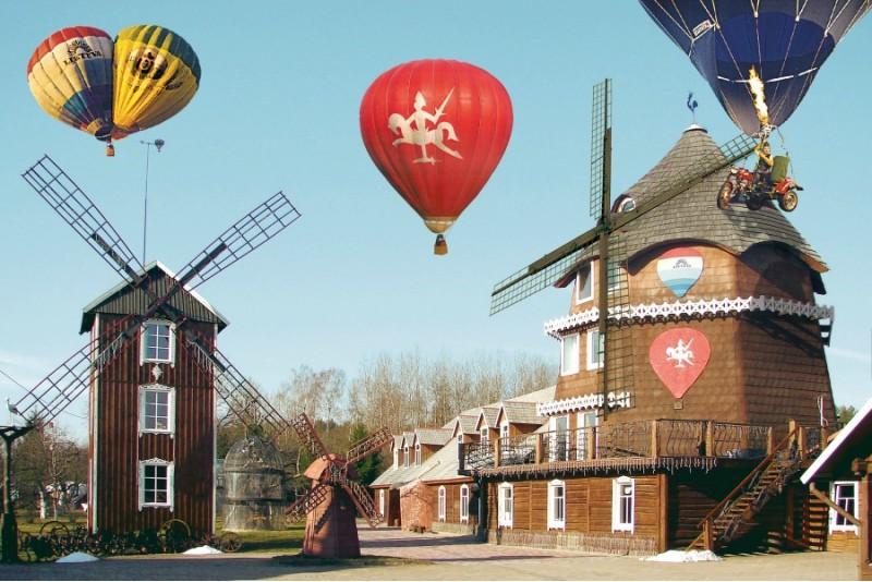 """Romantisks lidojums ar gaisa balonu un nakšņošana """"Oreivių užuovėja"""" sētā"""