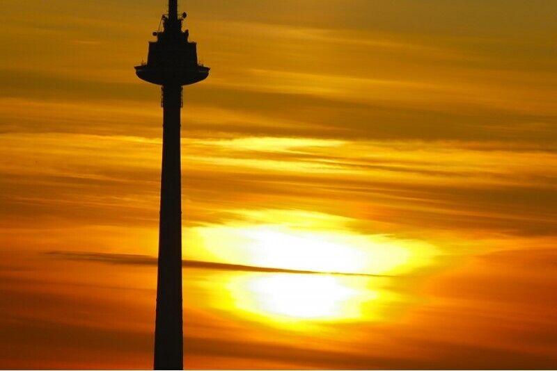 Romantiskas vakariņas virs debesīm diviem Televīzijas tornī Viļņā