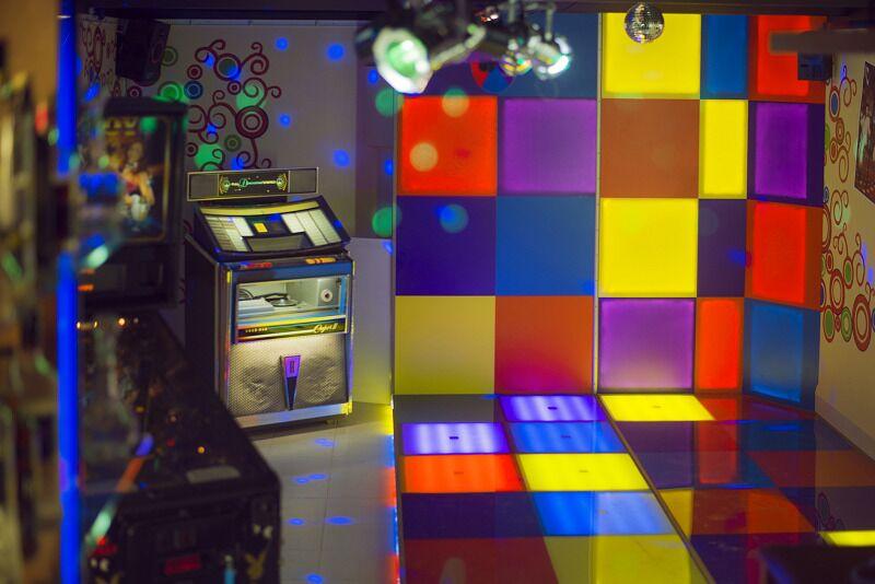"Quest room ""Disco dejotājs"" no Lock Action Rīgā"