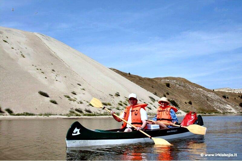 Romantisk brauciens ar kanoe uz Grobštas līci