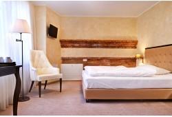 """Nakšņošana viesnīcā """" Romantic"""" ar brokastīm un baseina apmeklējumu"""
