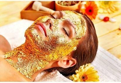 Veido odos atjauninimo procedūra su 24 karatų aukso kauke