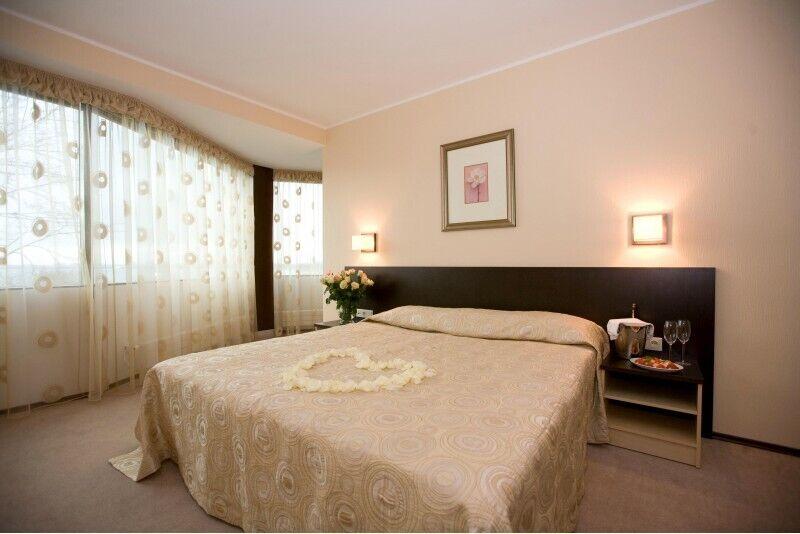 """Romantiska atpūta """"Pilsētas romance"""" Rocca al Mare viesnīcā"""