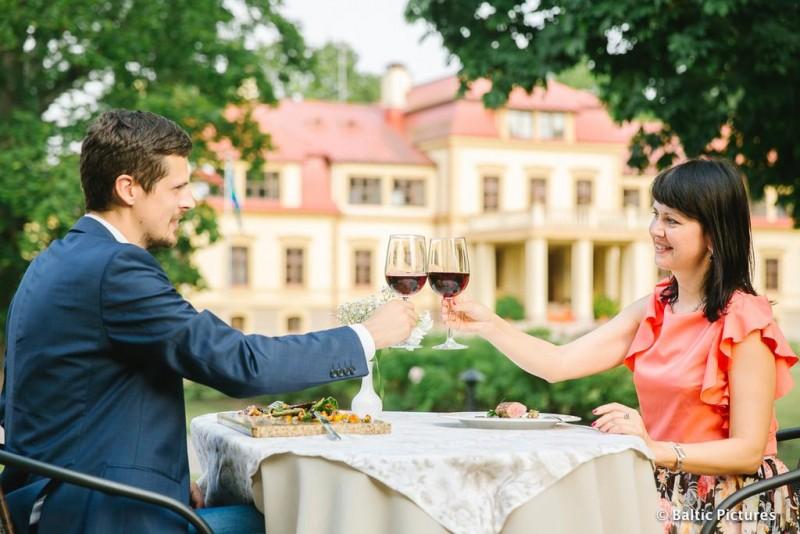 Романтические знакомства в прибалтике реальные люди знакомства