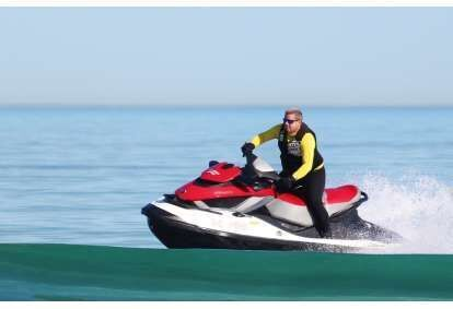 Brauciens ar ūdens motociklu Rīgā