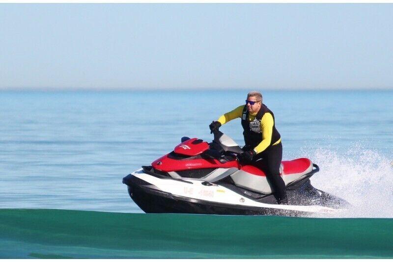 Brauciens ar ūdens motociklu Rīgā 2 personām