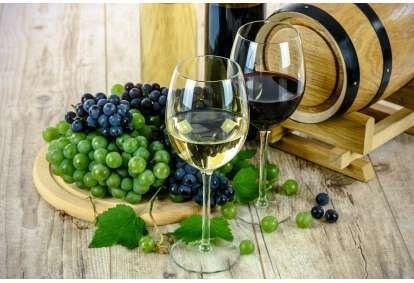 Romantisks vīna degustācijas pasākums smilšakmens alā sveču gaismā 2 personām