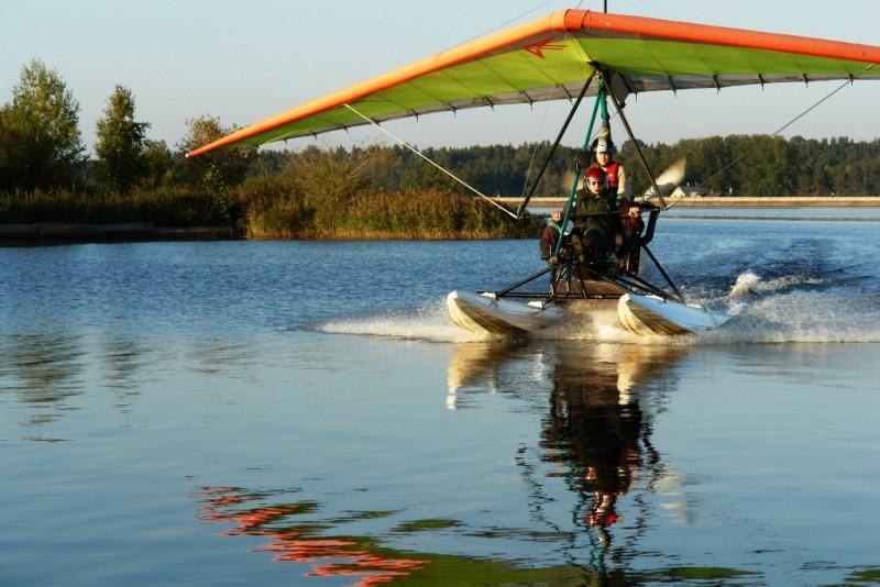 Aizraujošs lidojums ar deltaplānu no ūdens virs Rīgas