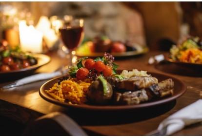 Ужин в средневековой атмосфере в замке Яунпилс