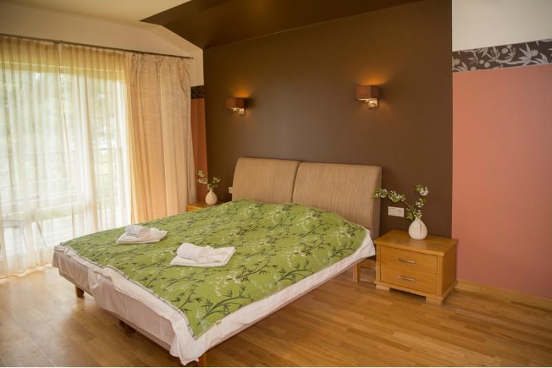 """Relaksējoša nakšņošana ar pirts priekiem divām personām viesu namā """"Lenkas"""" Saraiķos"""