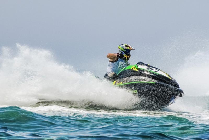 Brauciens ar ūdens motociklu Valkā