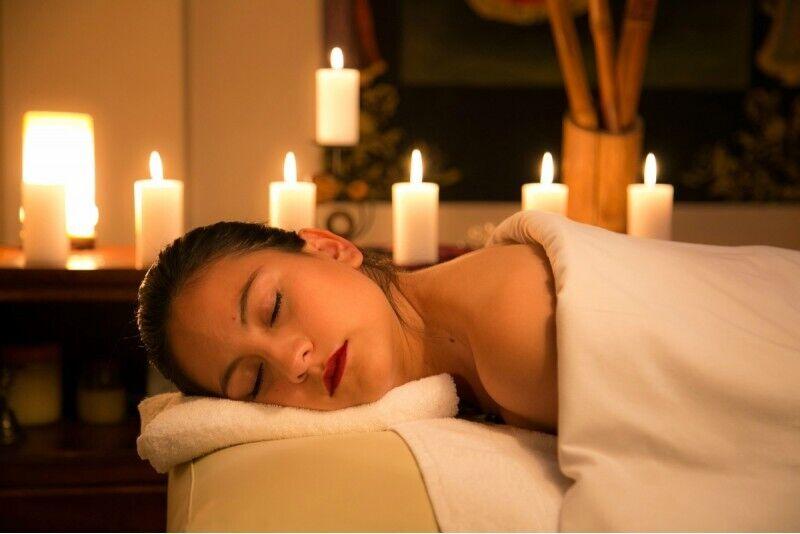 Один сеанс классического массажа спины + массаж головы + светотерапия в Риге