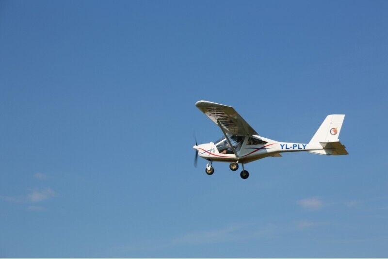 Aizraujošs lidojums ar divvietīgu lidmašīnu AEROPRAKT-22 Eimuros