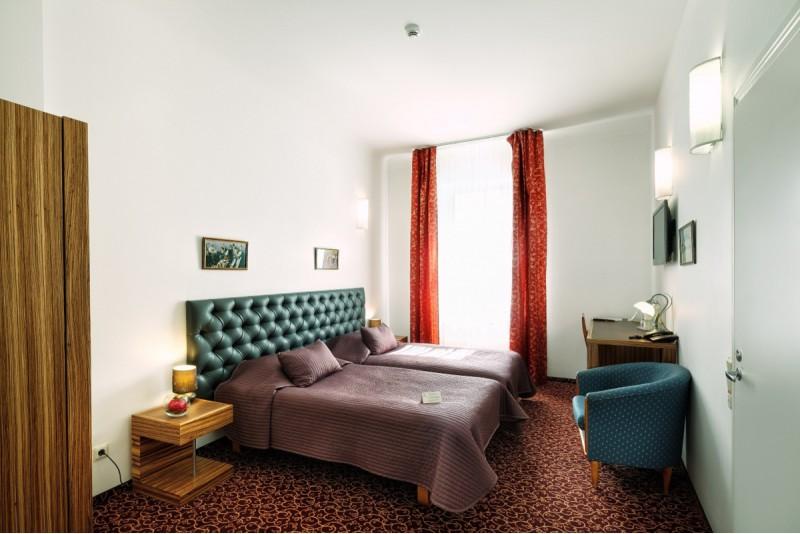 """Nakšņošana 4* viesnīcā """"City Hotel TEATER"""" ar romantiskām vakariņām"""