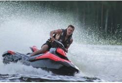 Aizraujošs izbrauciens ar ūdens motociklu no Labākās vasaras