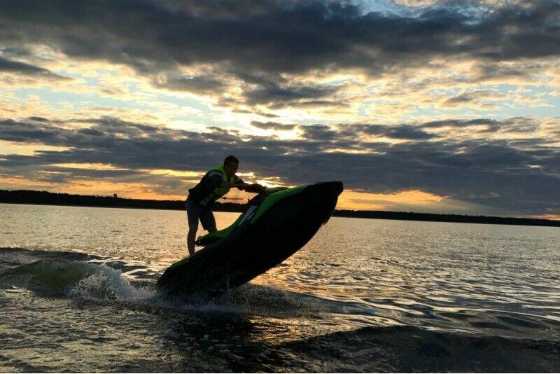 Ekstrēms brauciens ar ūdens motociklu un ūdens pūsli no Labākās vasaras