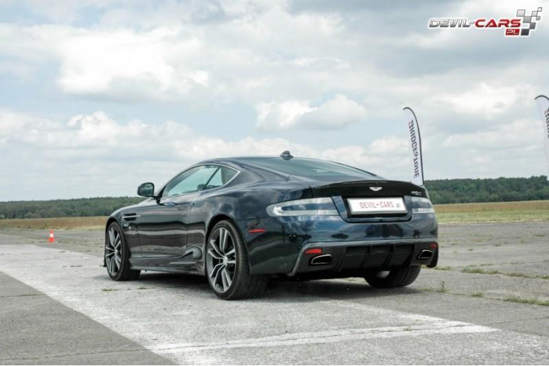 Izbrauc ar Aston Martin pasažieru sēdeklī Polijā