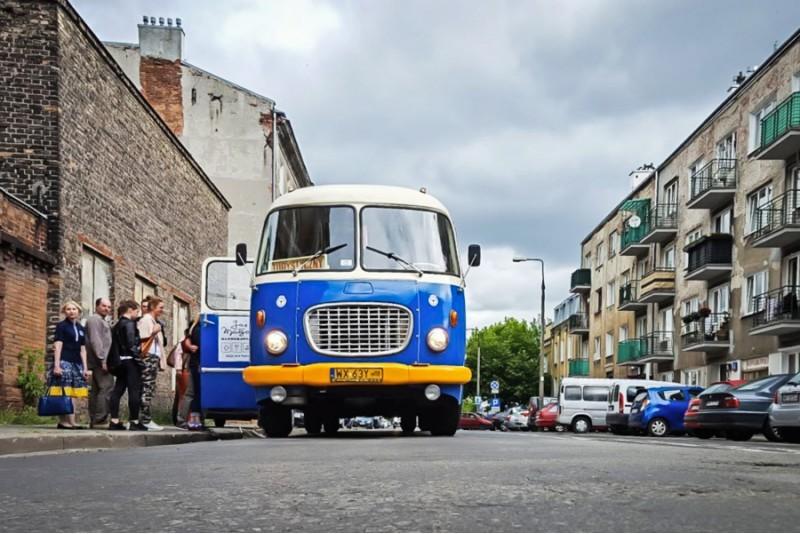 Brauciens ar vēsturisku autobusu pa Varšavu