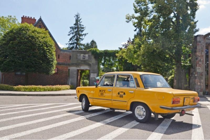 Automašīnas ekskursija gida pavadībā ar Fiat 125p Varšavā