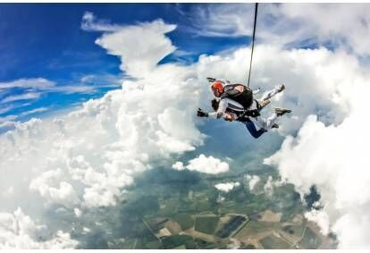 Tandēma lēciens ar izpleti no 4000 m augstuma ar video un foto Polijā