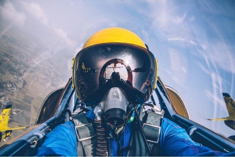 Aerobātiskais lidojums ar reaktīvo lidmašīnu