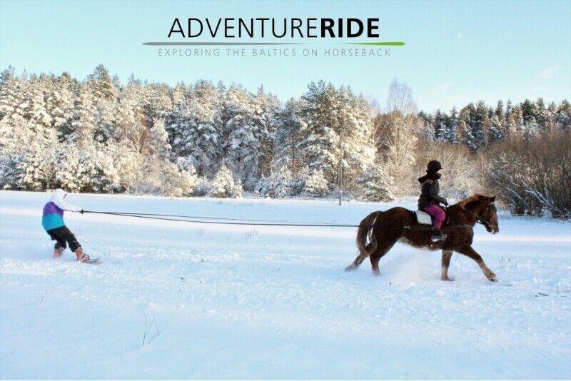 Скийоринг позади лошади в Адажи
