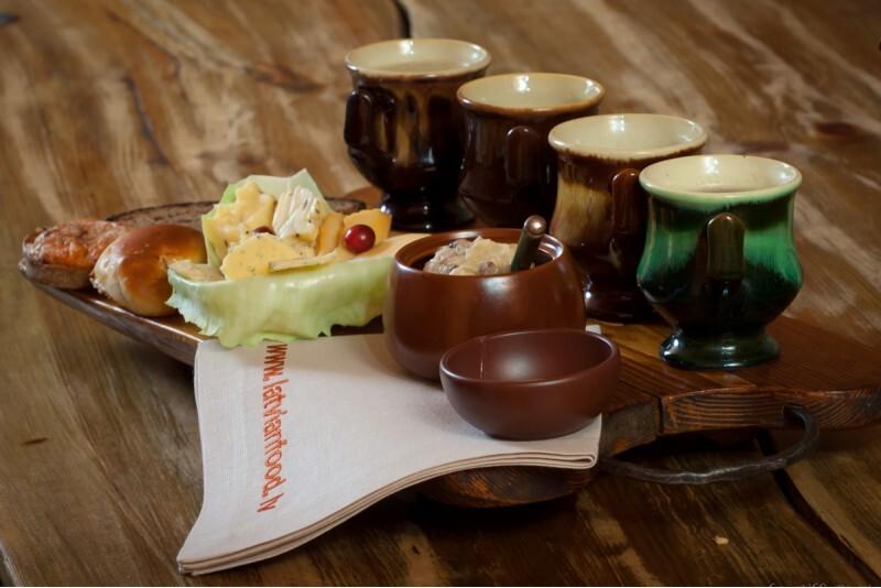 """Latviešu tradicionālo ēdienu restorāna """"Taverna""""  apmeklējums"""