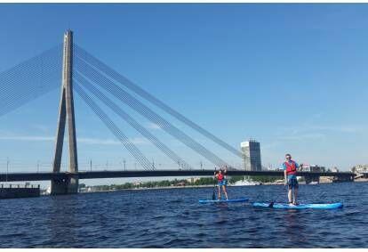 Romantisks piedzīvojums ar SUP dēļiem Rīgas centrā