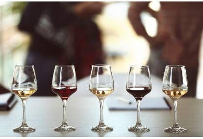 """Kurzemes dzērienu degustācija vīna darītavā """"Vējkalnietis"""" Laucienē"""