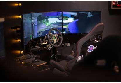 1 час езды на профессиональном симуляторе автогонок для 2 человек