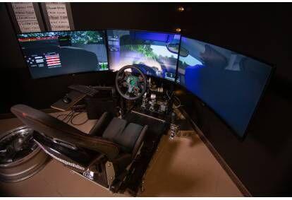 2 stundu izbrauciens 2 personām ar profesionāliem auto sacīkšu simulatoriem