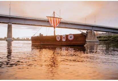 "Piedzīvojumu pastaiga ar kuģīti ""Sikspārnis"" pa krāšņo Daugavas upi Daugavpilī"