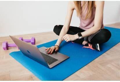 """Online sejas jogas nodarbība no """"Yoga Life Latvia"""""""