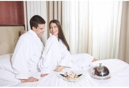 """Romantiska nakšņošana mājīgajā 4* viesnīcā """"Hotel Kolumbs"""" ar vakariņām Liepājā"""